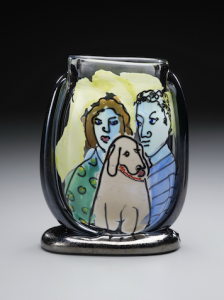 couple-with-dog-vase